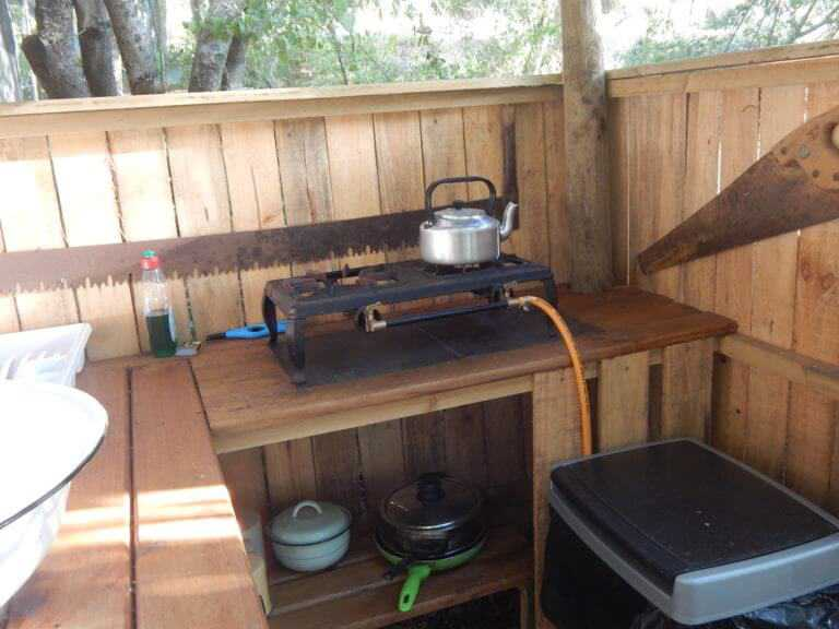 outdoor kitchenette with gas burner